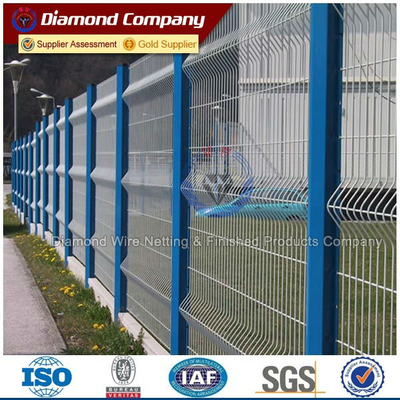 peach post wire mesh fence